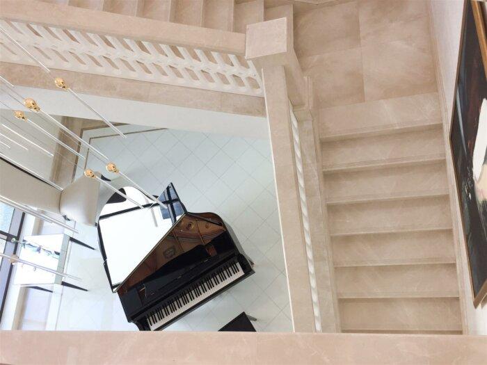 marmol vainilla escaleras